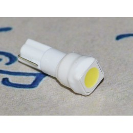 Светодиодная лампа в подсветку панели приборов  с цоколем T5(W2x4,6d)(W1.2) 1-5050 12V-Бел